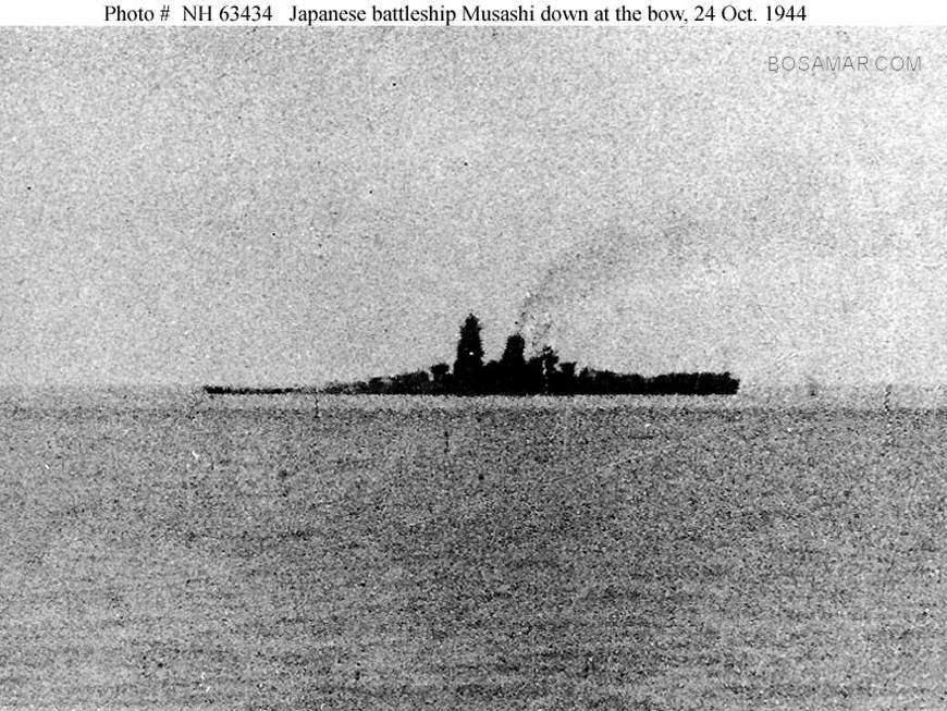 h63434_Musashi_down_by_bow_24_Oct_1944.jpg